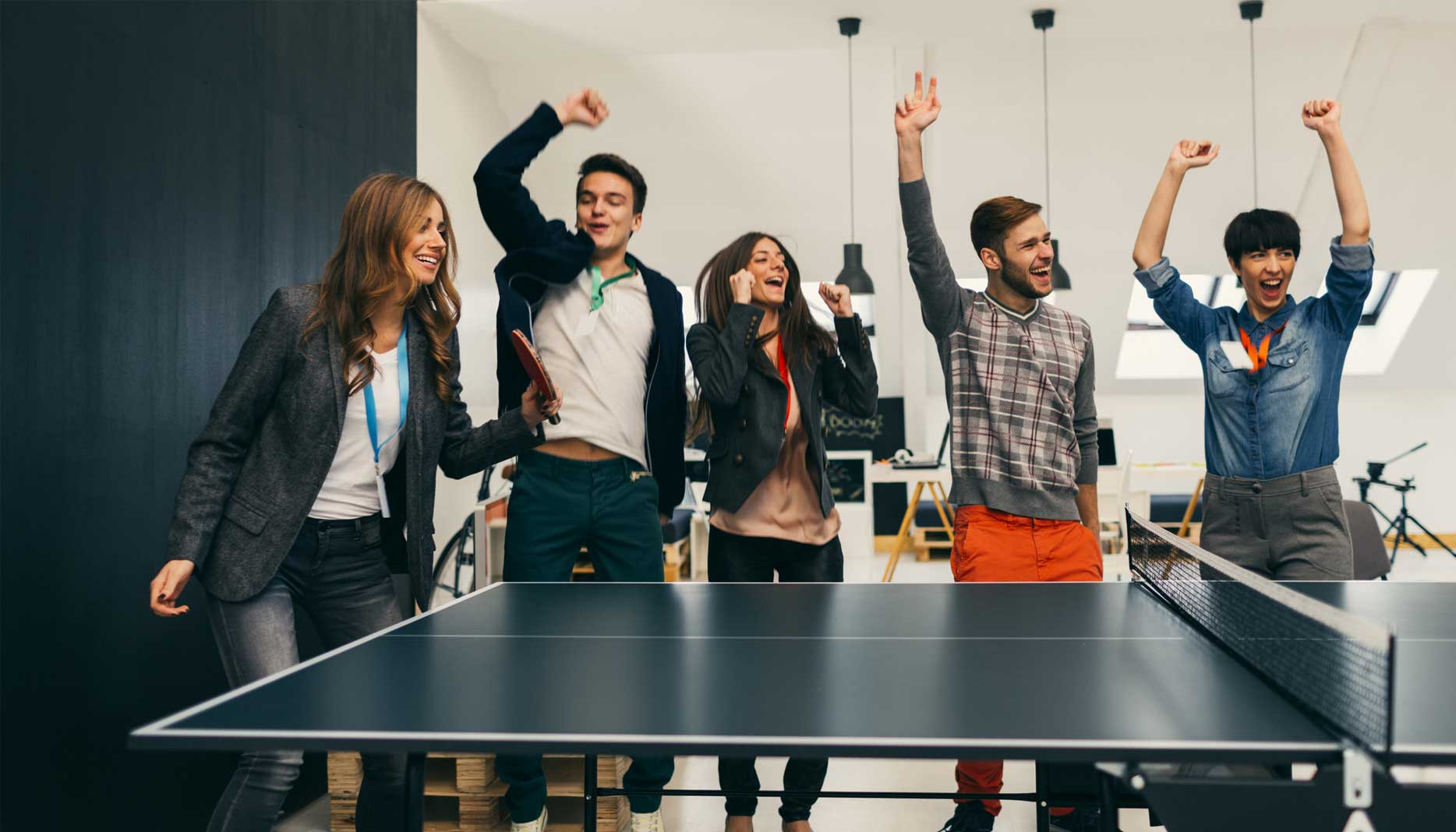 Looking To Create A Positive Company Culture: Here Is How Employee Recognition Awards Can Help